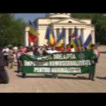 In Basarabia preotii sunt alaturi de popor cand este vorba de a protesta impotriva pericolelor ce ameninta Biserica. Unde sunt preotii din Romania?