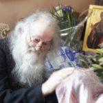 INTERVIU cu Părintele Justin – Scopul satanic al cipului. Gazele de şist. Curajul de mărturisire al ierarhilor greci. Minunea izvorârii de mir de la Iaşi. Mesaj de Sfintele Paşti