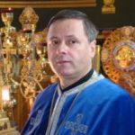 Parintele Mihai Valica ia atitudine si pe plan urbanistic, blocand distrugerea pavajului din zona catedralei Sfanta Treime – Vatra Dornei