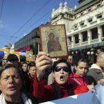 Proteste antigay la Belgrad. Cum sunt batuti fratii ortodocsi pentru niste lepadaturi de oameni