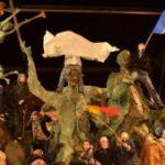 SONDAJ – Care este riscul cel mai mare: Sa participi sau nu la proteste?