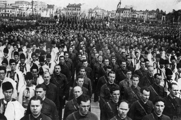 Manifestatie-Miscarea-Legionara-1940-18-Decembrie-600x398