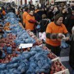 Grecii dau o lecție UE: Dăruiesc toate produsele gratuit fraților lor decât să le exporte