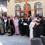Horă ecumenistă în Vinerea Mare la Braşov. Mai multe confesiuni, alături de ortodocși, rătăcesc pe Calea Crucii
