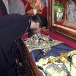 Osemintele Sfântului Iustin Popovici au fost scoase și puse la închinare