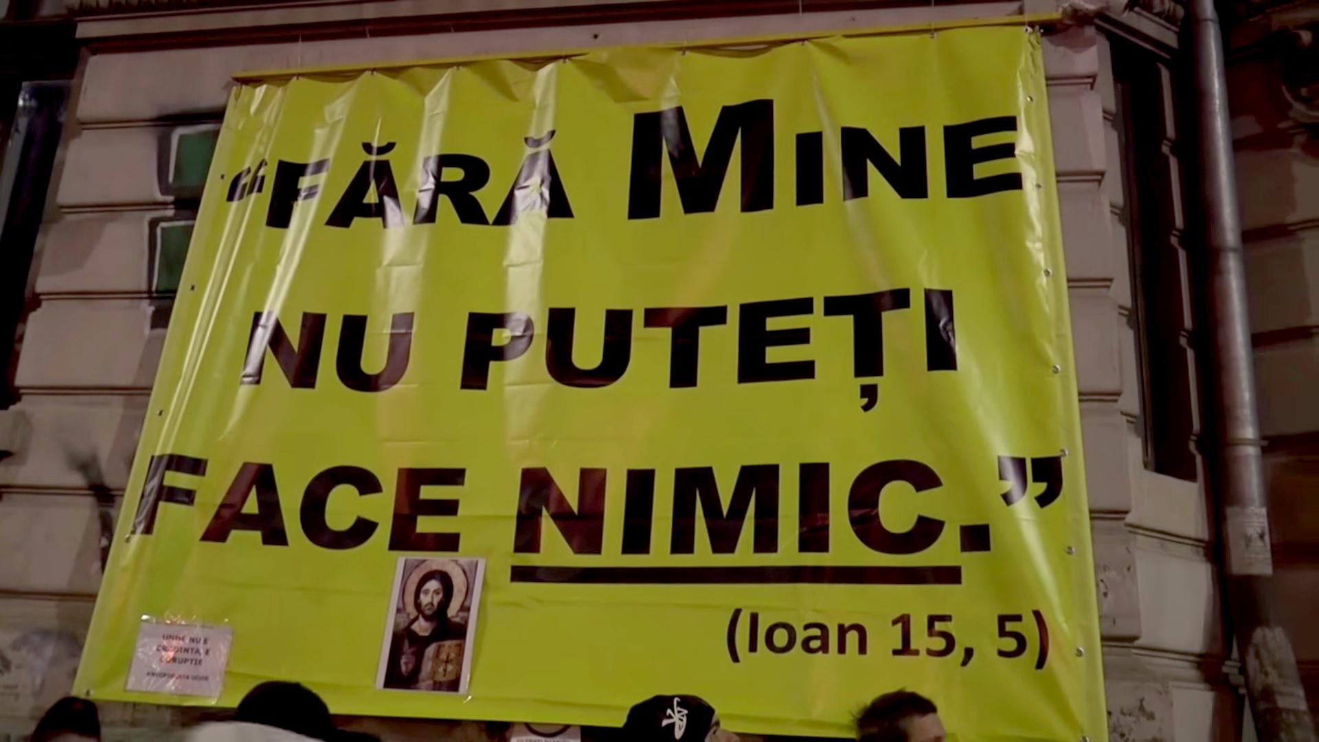 banner protest piata universitatii Fara de mine nu puteti face nimic