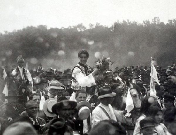 Căpitanul-Miscarii-Legionare-Corneliu-Zelea-Codreanu-la-nunta-sa.-Focşani-14-iunie-1925